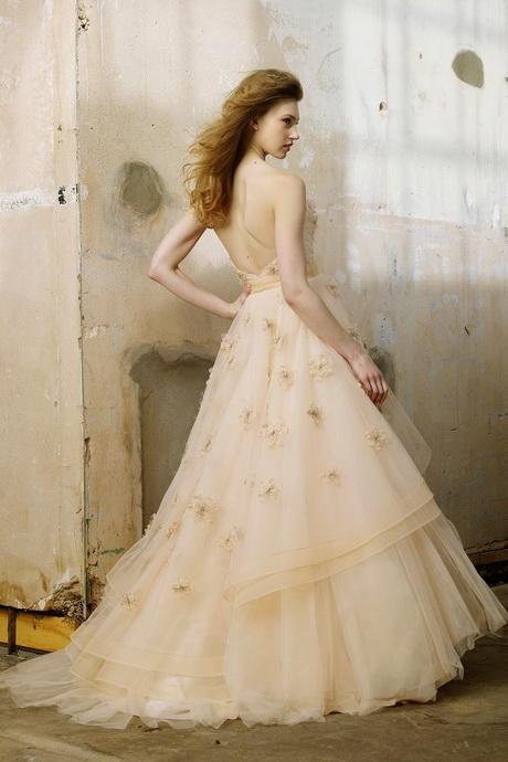 les plus belles robes de mariees. Black Bedroom Furniture Sets. Home Design Ideas