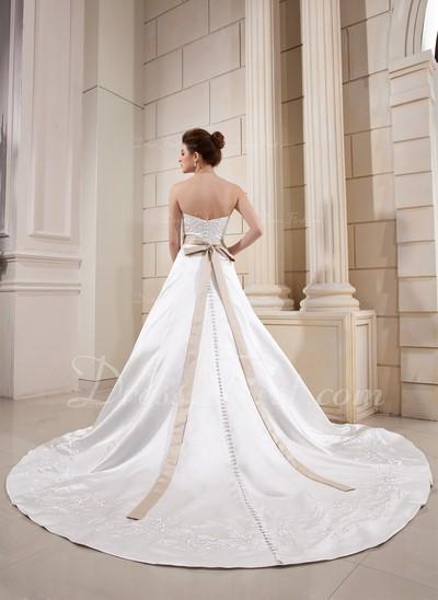 robe de mariée de princesse avec traîne …