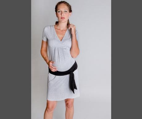 Notre collection de vêtements d'allaitement a été créée spécialement pour vous permettre d'allaiter facilement et en tout discrétion, mais aussi pour être porté tout au long de votre grossesse, pendant votre période d'allaitement et longtemps après.