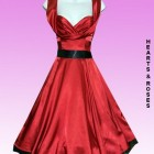 Robe rouge satin