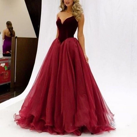 Robe de bal bordeau